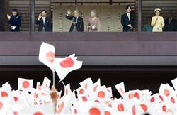 一般参賀に集う人々 23日午前、宮殿・長和殿
